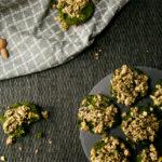 Hier kommt das Rezept für die Brokkoli-Spinatküchlein. Gesund, einfach und handlich - perfekt für jede Gartenparty. | Ricemilkmaid Blog