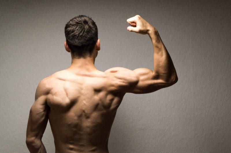 Der Umstieg vom fleischessenden Kraftsportler zum veganen Marathonläufer. Hier verrät dir Mel seine Geschichte, wie er vegan geworden ist - mit allen Zweifeln, Gedanken und Beweggründen. Klick dich gleich zum Beitrag!