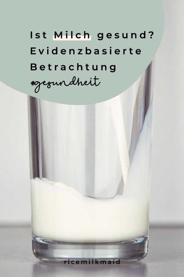 Ist Milch gesund? Wir nehmen die 3 gängigsten Annahmen rund um die als sehr gesund bekannten Milchprodukte genau unter die Lupe und finden auf ernährungswissenschaftlicher Basis heraus, ob Milch gesund ist.