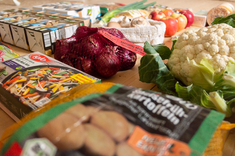 Wie sieht eigentlich ein echter, ungeschönter veganer Wocheneinkauf aus? Und wie nachhaltig ist es, im Supermarkt einzukaufen? Wieso unverpackt einkaufen nicht immer möglich ist, liest du in diesem Beitrag.